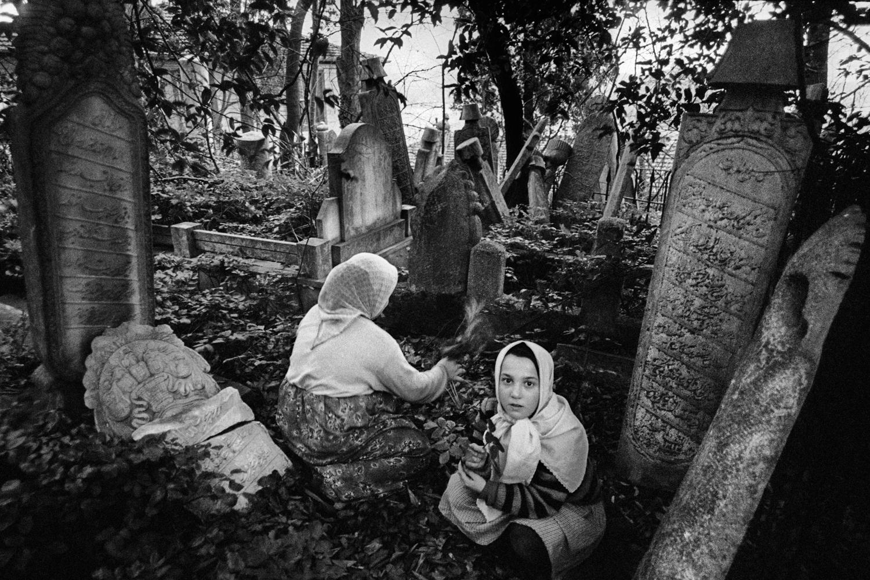 Kinder auf dem Seyhülislam Yahya Efendi Friedhof, 1985